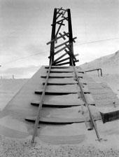 Памятник на месте могилы заключенных, строивших самую северную железную дорогу