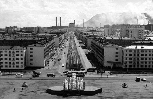 Вид на Ленинский проспект со стороны площади Металлургов